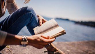 Libros más adictivos mujer leyendo