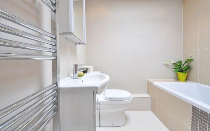 Cómo decorar baños pequeños con poco dinero