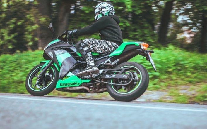 Ventajas de alquilar una moto en las grandes ciudades: rutina y turismo